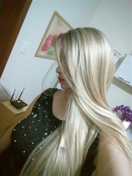 "Carmen M. verified customer review of Long 32""Inch Heat Resistant Straight Wig 13X4 Lace Front"