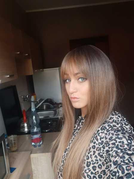 Maggie verified customer review of Tipped Ombre Long Straight Wig with Bangs