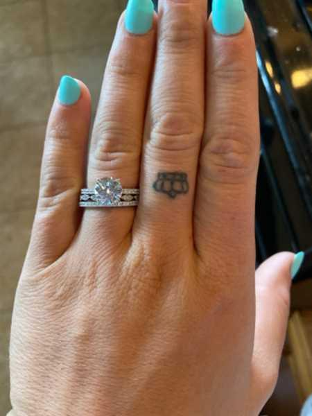 Kayla Hudlow verified customer review of Art Deco Half Eternity Band Set - 10k Solid White Gold