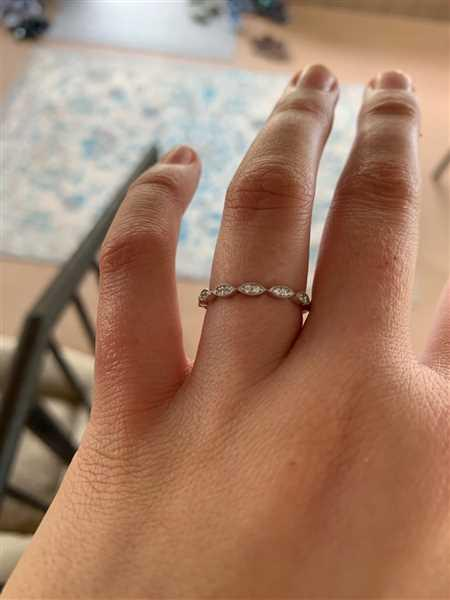 Haley Chappell verified customer review of Art Deco Band - 10k Solid White Gold