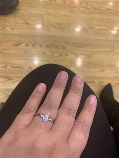 Lauren Szeliga verified customer review of 1.2 ct Pear Solitaire Set