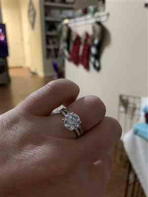 Erin M verified customer review of 3.25 ctw Art Deco Round Accented Solitaire Set