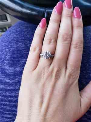 Jenna Beard verified customer review of 3.25 ctw Art Deco Round Accented Solitaire Set
