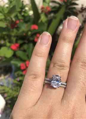 Victoria Nguyen verified customer review of 3.25 ctw Oval Accented Bridal Set