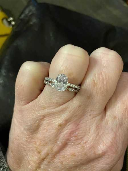 Alicia Davidson verified customer review of 1.25 ctw Art Deco Oval Accented Solitaire Set