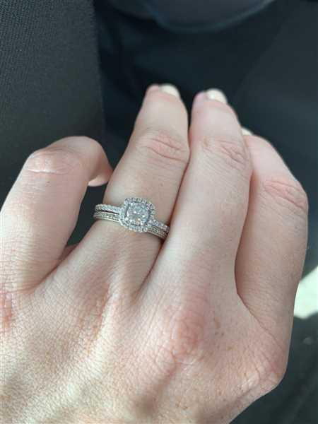 Melinda Kemplin verified customer review of 3/4 ctw Square Halo Ring
