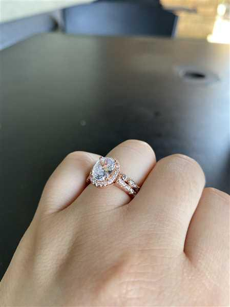 Diana verified customer review of 1.5 ctw Oval Halo Ring - Rose GP
