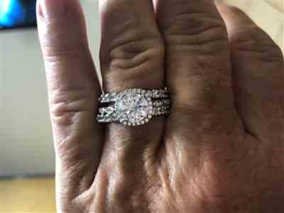 tricia g. verified customer review of 3/4 ctw 12 Stone Band