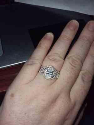 Carrie HELT verified customer review of 2 ctw Twisted Oval Halo Three Band Set