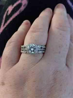 Carrie Helt verified customer review of 1.25 ctw Art Deco Halo Three Band Set