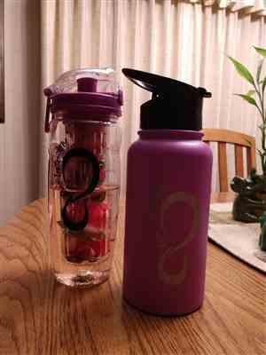 Michelle Snyder verified customer review of 64 oz Vacuum Insulated Water Bottle With FREE Straw Lid & Dust Cap Lid