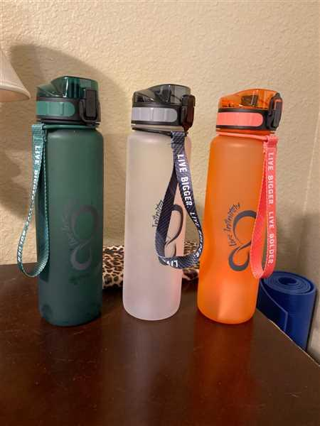 Stephanie Lopez verified customer review of 34oz Sports Water Bottle with Fruit Infuser, Time Markings & Shaker Ball