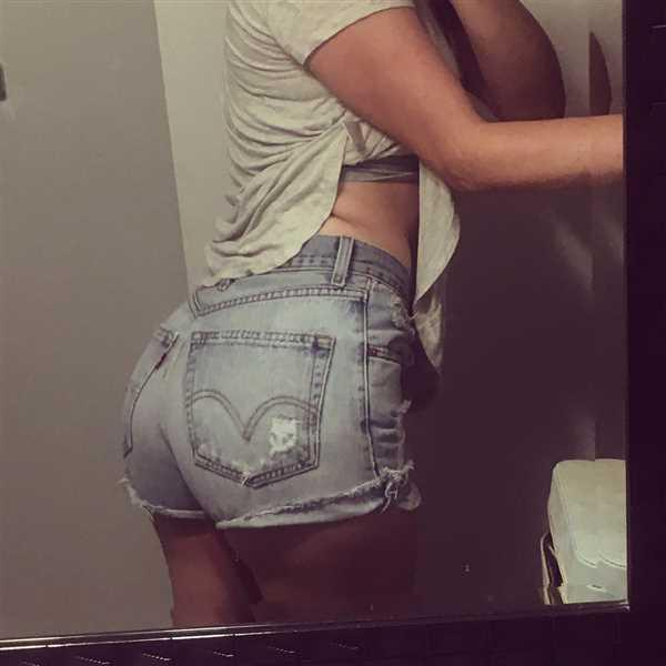 Brittany Tam verified customer review of Vintage Levi Thrasher Jean Shorts