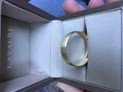 KAVALRI Men's Yellow Gold Wedding Ring - Quarter Round Comfort Curve Review