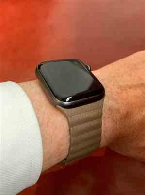 Nigel Harry verified customer review of Clasp Stainless Steel Apple Watch Band