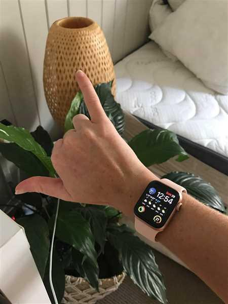 Emma Barsi verified customer review of Apple Watch Tempered Glass Screen Protector (Series 4/5)