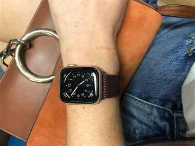 Danielle Murray verified customer review of Bronze Milanese Loop Apple Watch Band