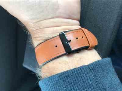 Anonymous verified customer review of Padded Leather Apple Watch Band