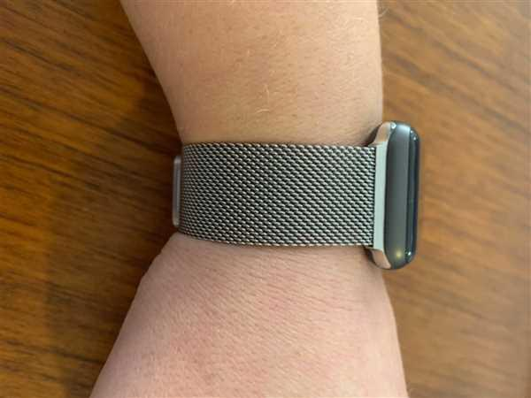 OzStraps Silver Milanese Loop Apple Watch Band Review