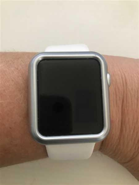 RAcahel BArrell verified customer review of Apple Watch Case Cover
