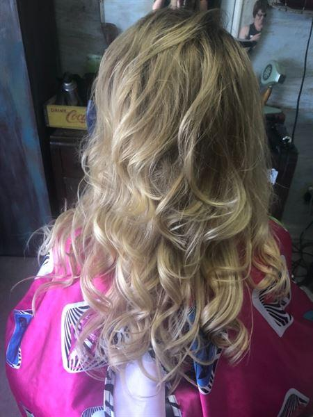 bertha M. verified customer review of Tape In Hair Extension P #18/#613 Dirty Blonde Highlights Beach Blonde