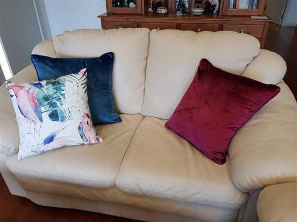 Angelika Acock verified customer review of Native Birds Cushion