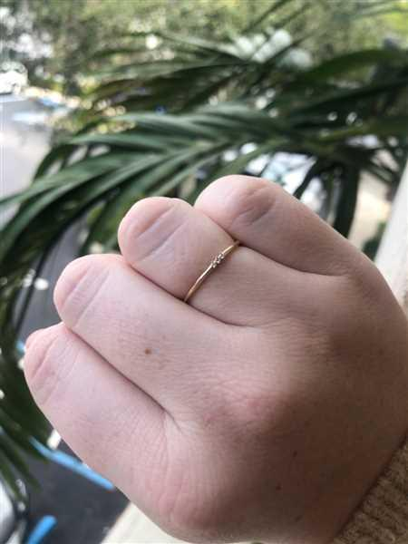 Megan Murray verified customer review of 14k Gold 3 Stone Minimalist Diamond Ring