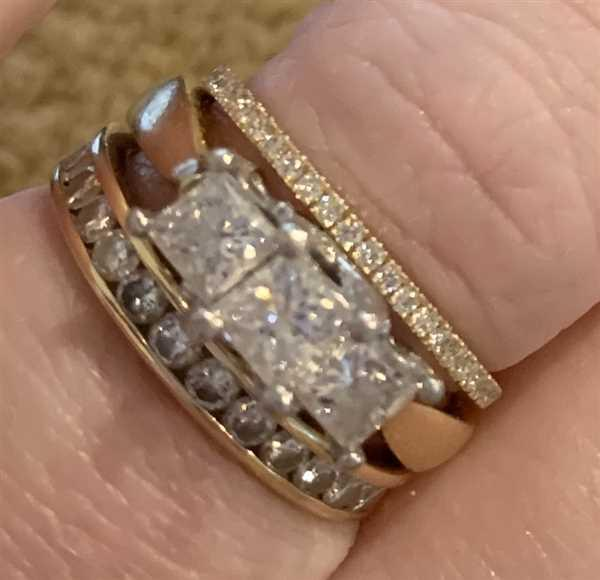 Michelle Townsend verified customer review of 14K Gold 1.5MM Half Eternity Diamond Ring