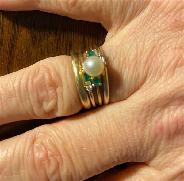 Ferkos Fine Jewelry 14k Baguette Emerald with Diamond Ring Review