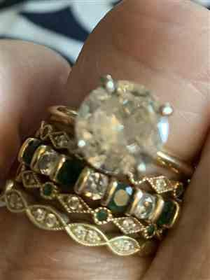 Beth O. verified customer review of 14k Gold Emerald Art Deco Wedding Band