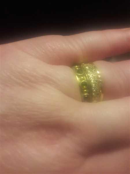Melissa Gray verified customer review of 14k Gold Emerald Art Deco Wedding Band