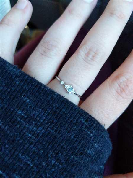 Anonymous verified customer review of 14K Slanted Baguette and Round Diamond Ring