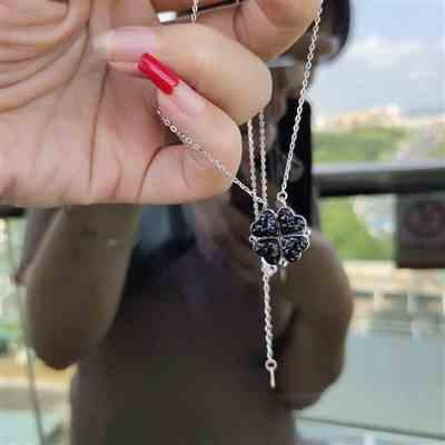 Juana S verified customer review of Heart Crystal Necklace