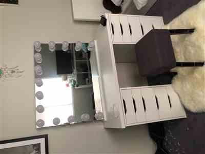 Katie Ratanatray verified customer review of LUXE Hollywood Mirror