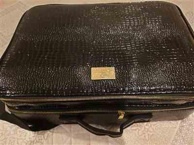 Jennifer Matthews  verified customer review of Large Cosmetic Case