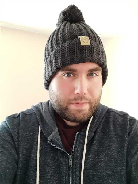 Samuel Colletto, Jr. verified customer review of 13 Stars Pom Beanie