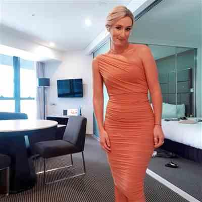 Naomi L. verified customer review of Inspire One Shoulder Midi Tan