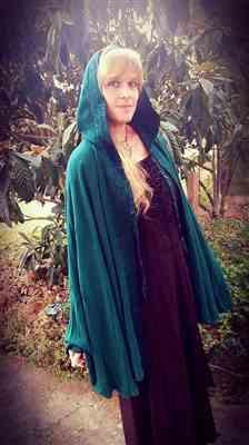 Yvette Shadrock verified customer review of Arya Cloak