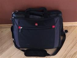Isabelle A. verified customer review of Swiss Gear Laptop Carry Case 17.3 Inches