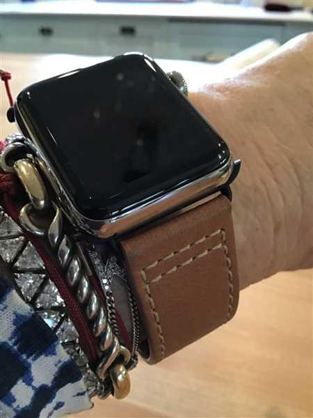 Karin Costa verified customer review of Leather Deployant Band - Brown / Space Gray Aluminum / 42mm | 44mm