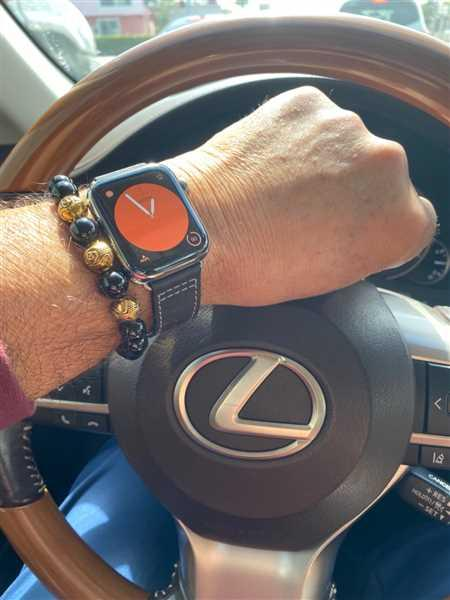 ARMANDO BUSTO verified customer review of Leather Deployant Band