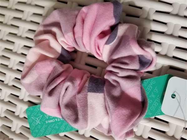 SweetLegs Canada Miss Independent Scrunchie Review