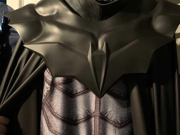 Tiger Stone FX Batman Noel / Damned inspired shoulder piece / shield Review