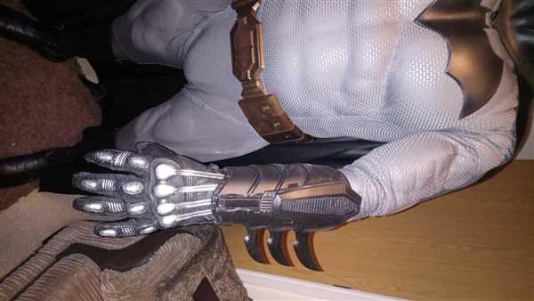 Tiger Stone FX Batman gauntlets New 52/Rebirth/Metal inspired - armored Review