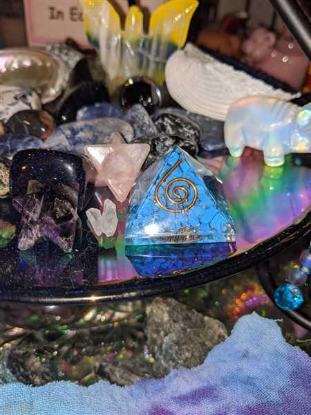 Sivana Turquoise Howlite Orgone Mini Pyramid Review