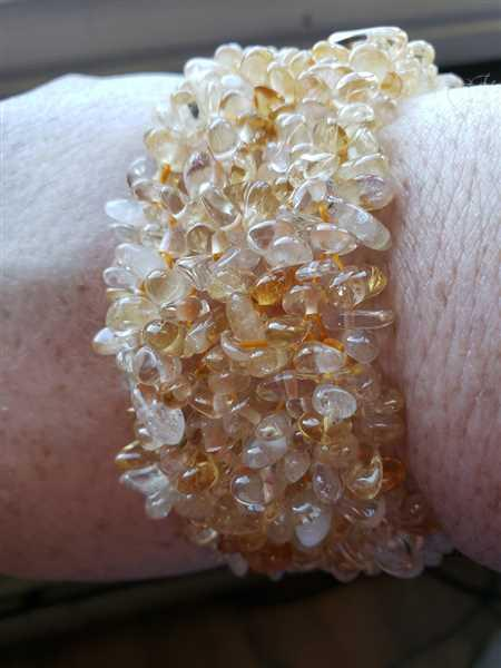 Evelyn Whitney verified customer review of Citrine Gemstone Chip Cuff