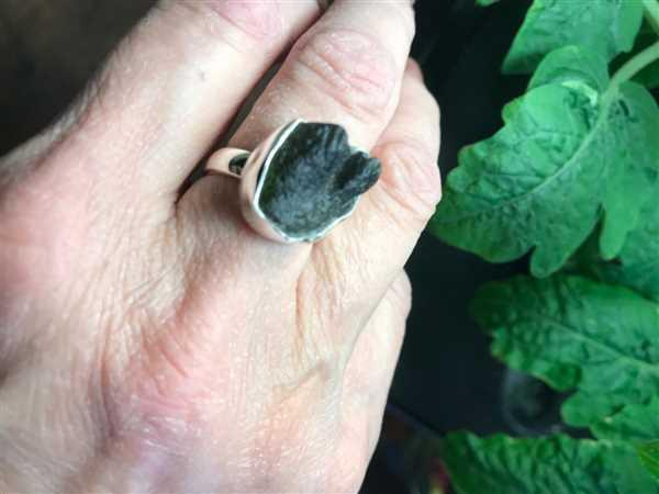 Sivana Moldavite Gemstone Ring - Adjustable Review