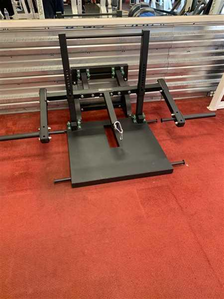 Paul Panepinto verified customer review of Belt Squat Machine - Box 2
