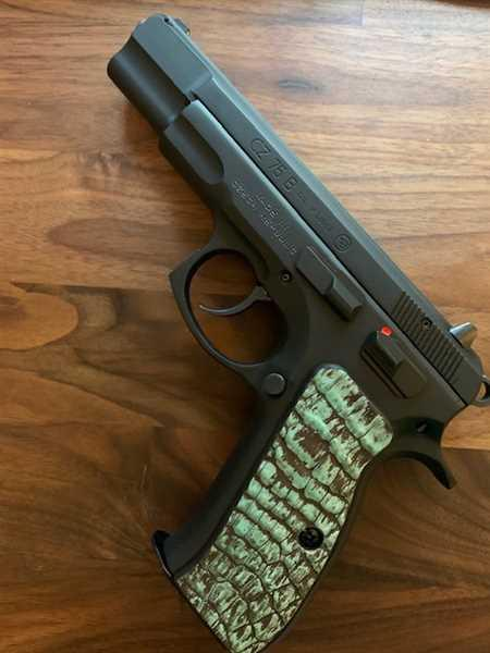 Southern Trapper The Green Eye'd Gypsy Alligator Gun Grip Review