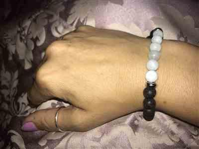 HANNAH B. verified customer review of Aquamarine Essential Oil Diffuser Bracelet